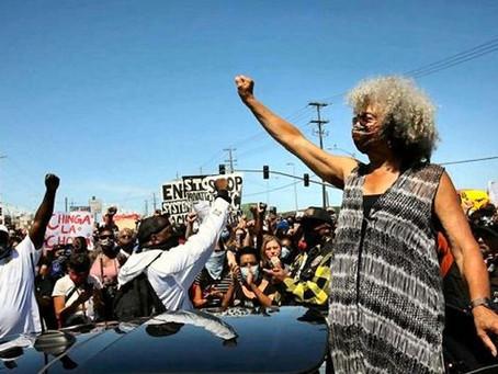 Levantes e abolição: entrevista com Angela Davis