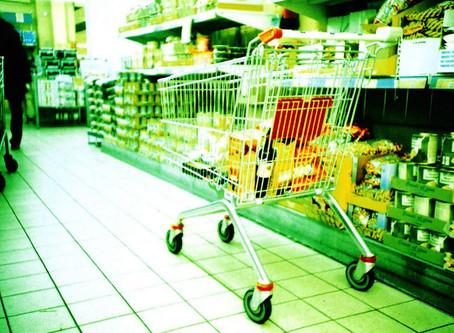 O capitalismo gera fome em meio à abundância