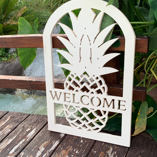 welcome pinapple sign_edited.jpg