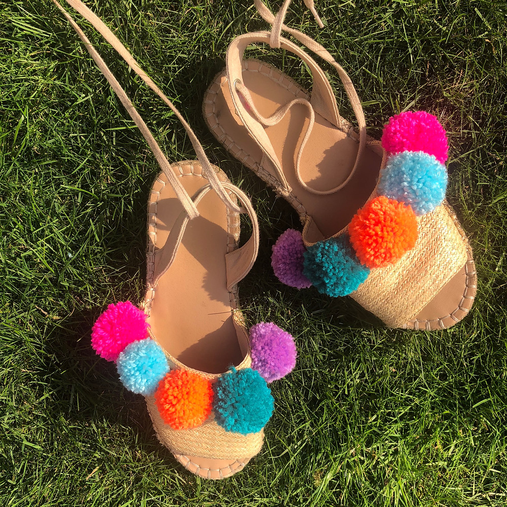 jazz up your old summer sandals with pom poms!
