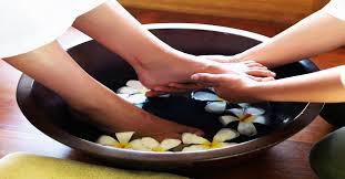 Feet Treat : Foot Soak, Foot Scrub, Foot Massage with Aromatherapy