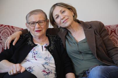 אמא שלי, צ׳רנה פוקס, נולדה בדורוחוי שברומניה בשנת 1934. היתה ילדה כשהמשפחה נלקחה לטרנסניציה. מהמחנה חזרה המשפחה ללא האם והאח הקטן בן ה-3. היום גרה בדיור מוגן. אמא ל-3 בנות. סבתא ל-7 נכדים וסבתא רבתם ל-3 נינים.