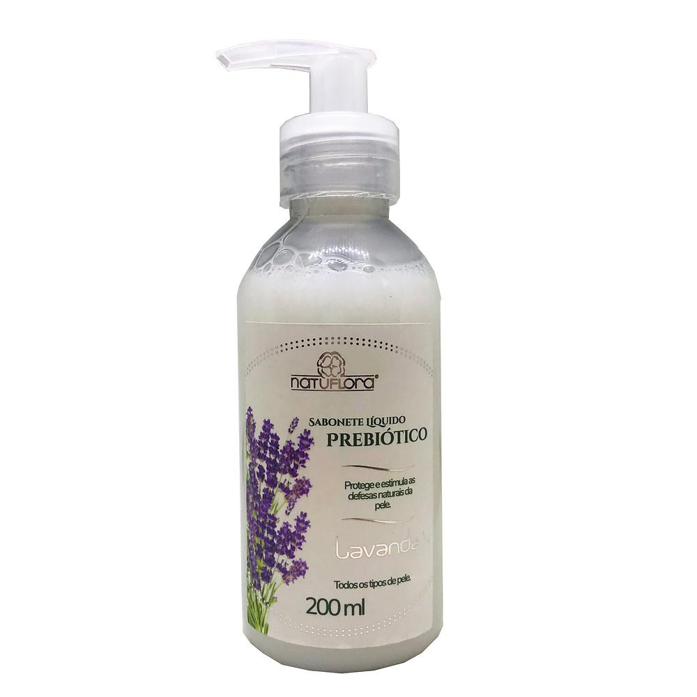 O Sabonete Líquido Prebiótico Natuflora tem extratos naturais de lavanda e α-Glucan, componente que estimula o crescimento da flora microbiana benéfica da pele.