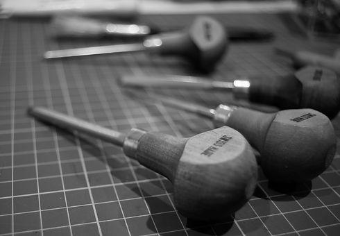 Swiss lino tools bw .jpg