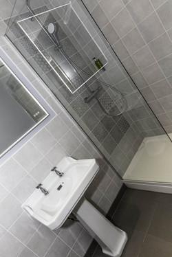 family shower room2