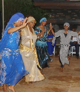 alk wedding davie sofiyah and 3 dancers.