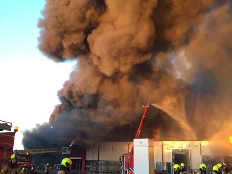 Grote brand bij vestiging Molenaarsgraaf van Montapacking
