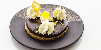 Zitronenperlen auf Dessert - Aromenspiele - Fruchtkaviar von spheryplus
