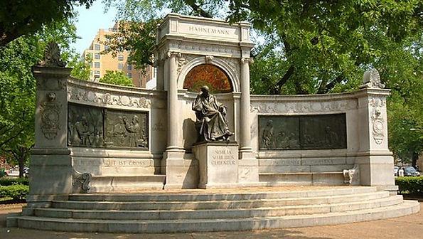 Hahnemann monument Washington.jpg