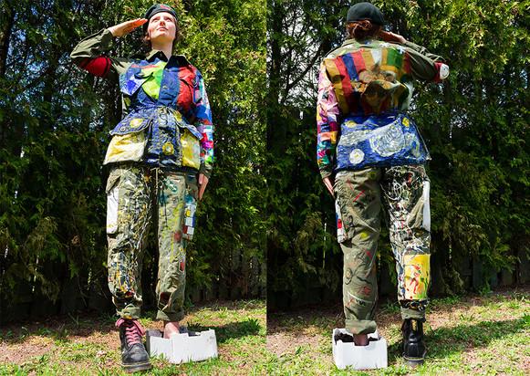 Rose Murphy  Nous étions artistes  2020, uniforme de combat militaire usagé, acrylique, toile, boîte de plastique, terre, fils et bottes  170 x 150 x 35cm