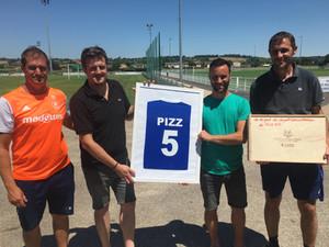"""Hommage - Après 25 années au club, c'était la dernière pour capitaine """"Pizz"""""""