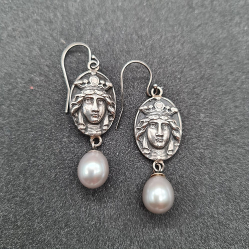 Oxidized silver and pearl drop earring