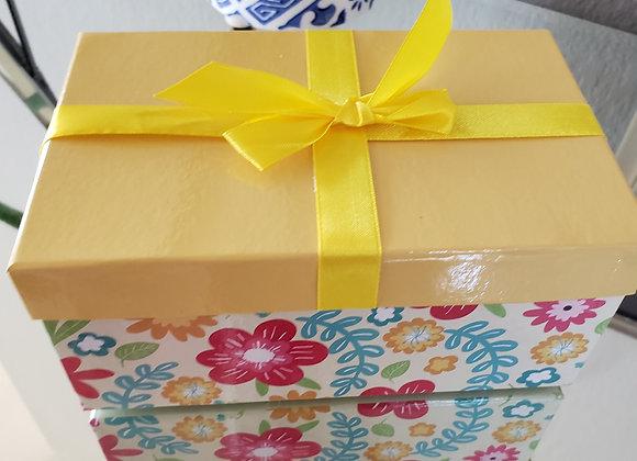 Yellow Gift Box with 8 Brigadeiros