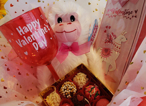 Wrapped Heart Basket - 9 Brigadeiros +1 Card + 1 Wine Cup + 1 Stuffed Monkey