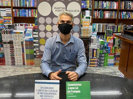 """Alexandre David lança seu novo livro """"Comentários à nova Lei de Franquia"""""""