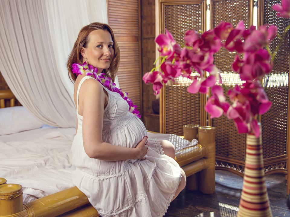 Фотосессия для беременных в студии