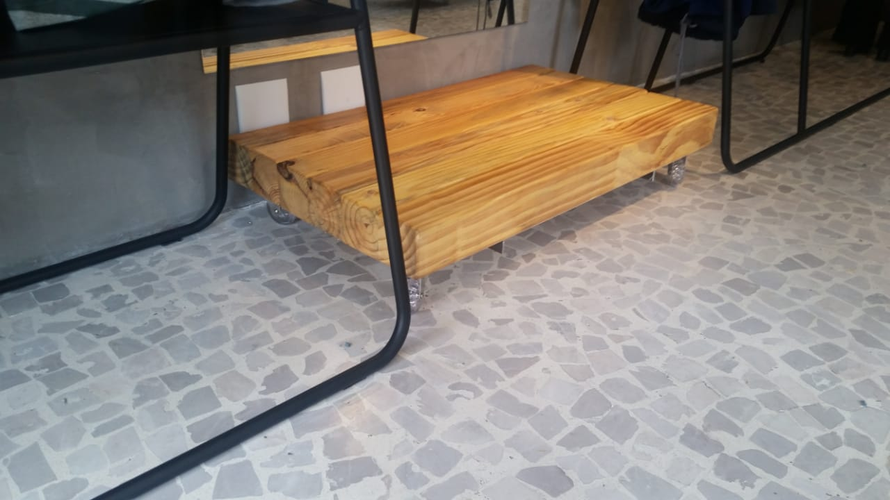 pedestal-estilo-industrial-madeira-claro