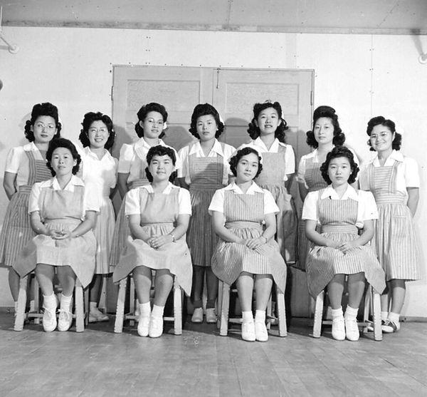 1943 Nurses Aid class.jpg