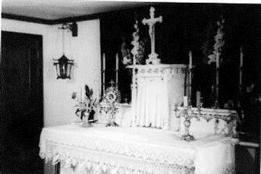 Catholic_chapel_altar_at_the_Colorado_Ri