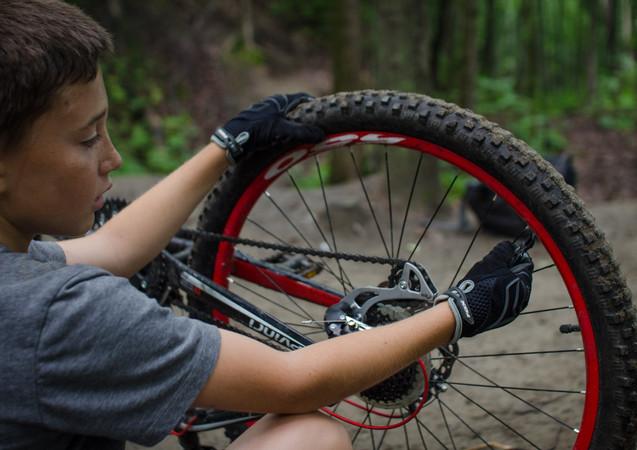 Faire des sauts à vélo peut nécessiter de redresser sa roue.