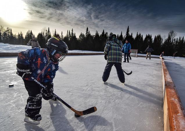 La petit glace de hockey pour les touts petits à la Base de plein air!