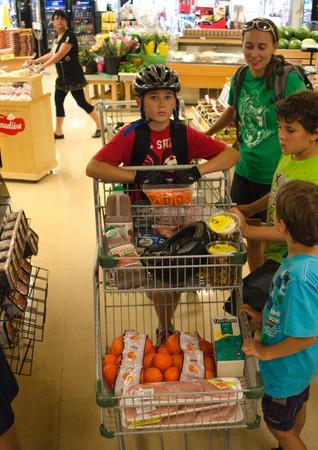 Le voyage Enfant Sauvage, c'est aussi planifier son épicerie selon le budget et les repas choisis.