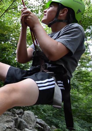 L'escalade de roche est une des multiples activités proposés dans la semaine de camp d'Aventure; du fun dans le bois !