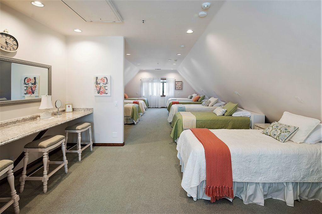 Fun & Chic Dorm Room