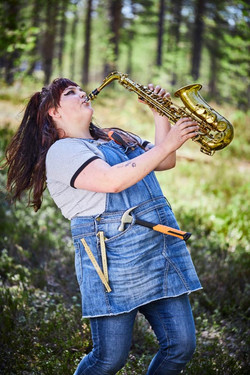 Innanförskogen_Elvira_Seger_saxofon