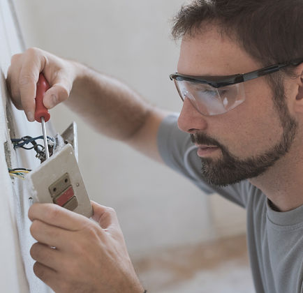 professional-electrician-installing-sockets-at-C8YFL5R_edited.jpg