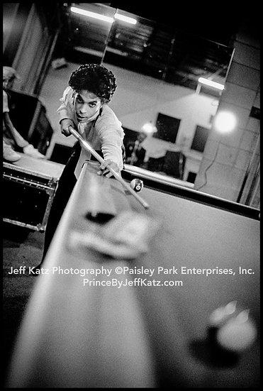 PRINCE 1988  -  Image 296.  Backstage Tour