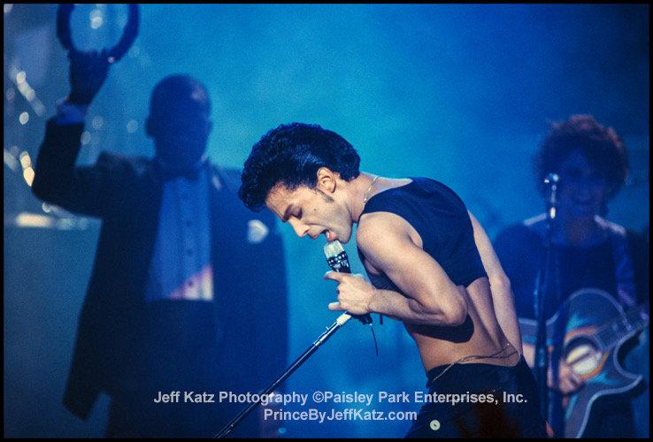 PRINCE 1986 - Image 098.  Parade Tour