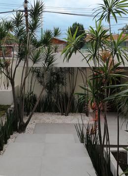 Jardín de vestíbulo posterior.