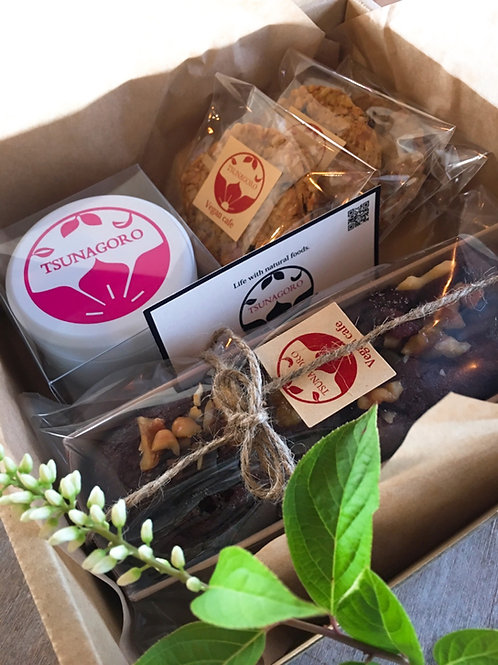CANDLE & SWEETS GIFT BOX