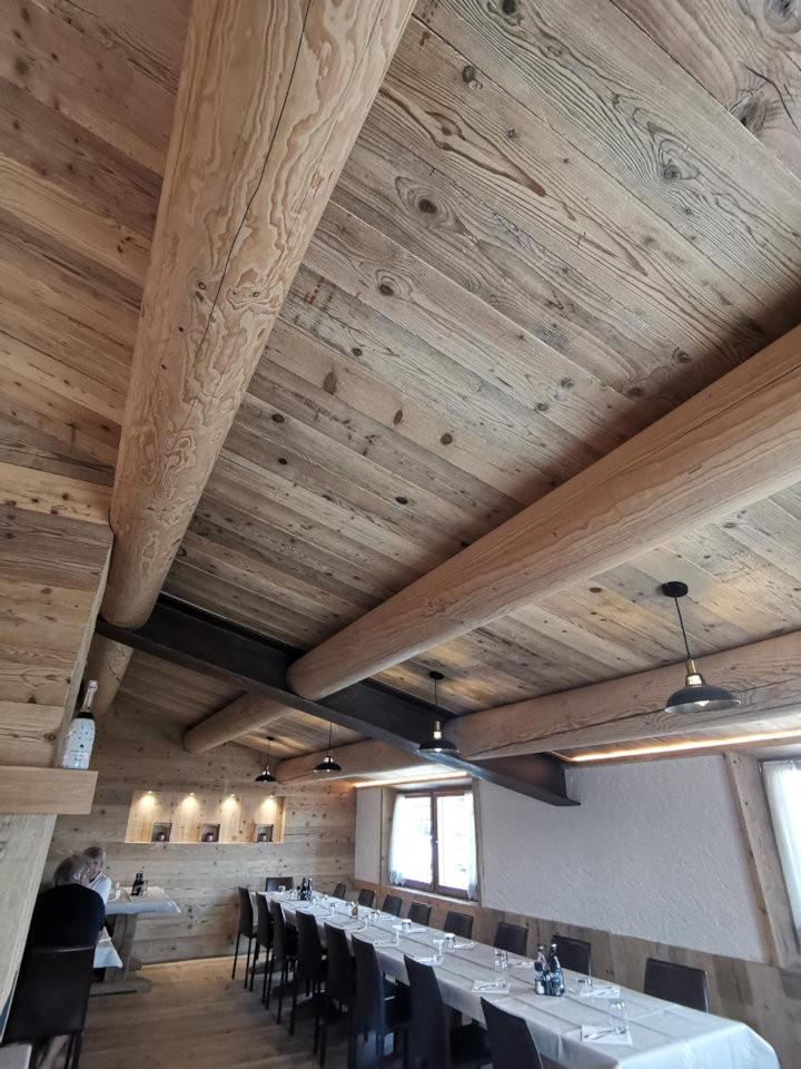 La ristrutturazione del Rifugio Dardo con legno di recupero. Ottolini legnami, Veneto