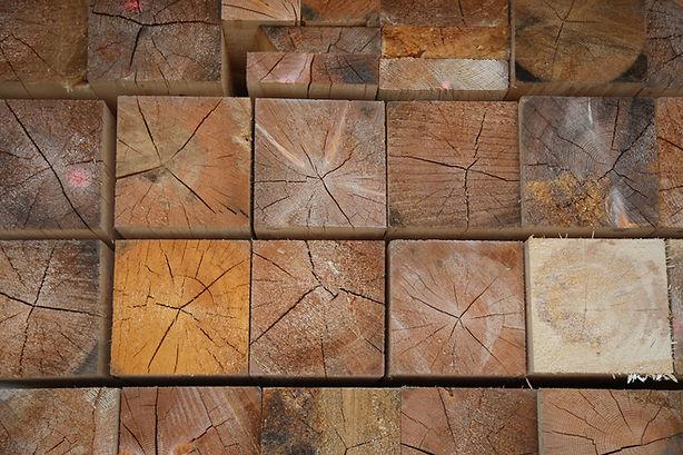 Commercializziamo e lavoriamo legnami. O