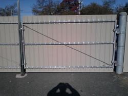 Welded metal gate w/ Vinyl pickets