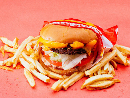 Fast food e poucas frutas: dieta interfere no tempo para engravidar