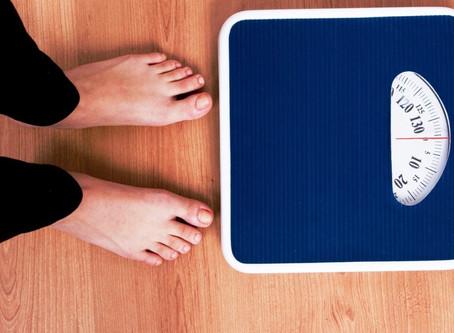 Baixo peso e menopausa precoce: entenda essa relação