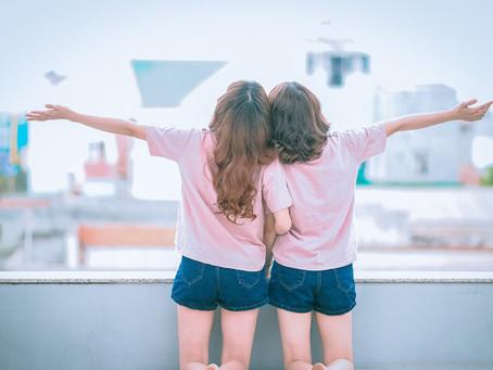 Por que a transferência de um único embrião, durante a FIV, pode resultar em gêmeos ou trigêmeos?