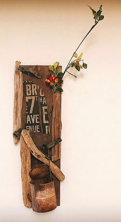 木板と流木とリメ缶のオブジェ