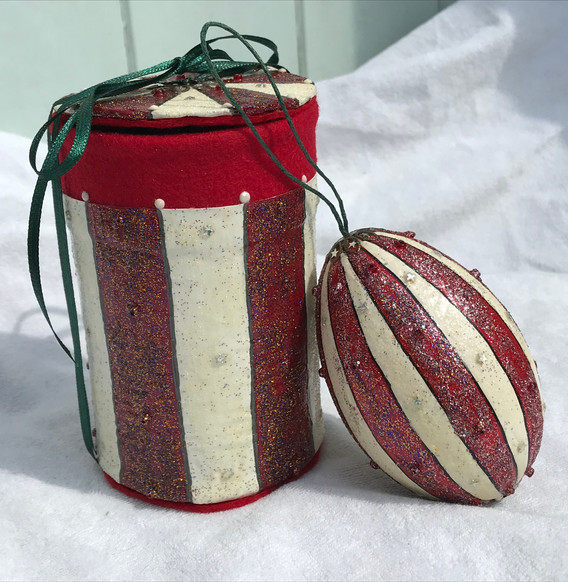Tin with Bauble
