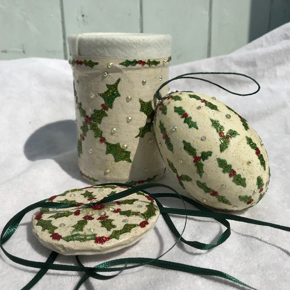 Holly Egg, Tin and Lid
