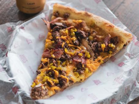 """Hell's Pizza lanza su original """"Burpizza"""", una pizza inspirada en las clásicas burgers Neyorkinas"""