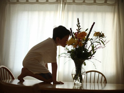 Pai capta universo particular do filho autista em projeto fotográfico sensível