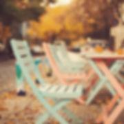 屋外の椅子