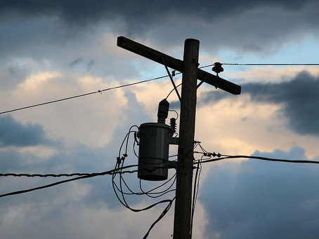 Car crashes into electricity pole causing black outs for 937 West Tamworth homes