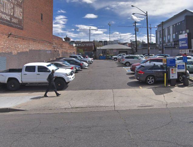 2120 Arapahoe St, Parking Lot
