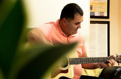 Solomon_Guitar.jpg