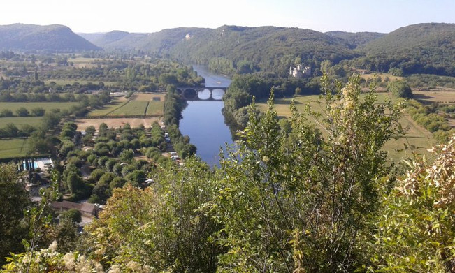 …the tortuous blade of the Dordogne as it cuts west through the silent, shadowy valley.